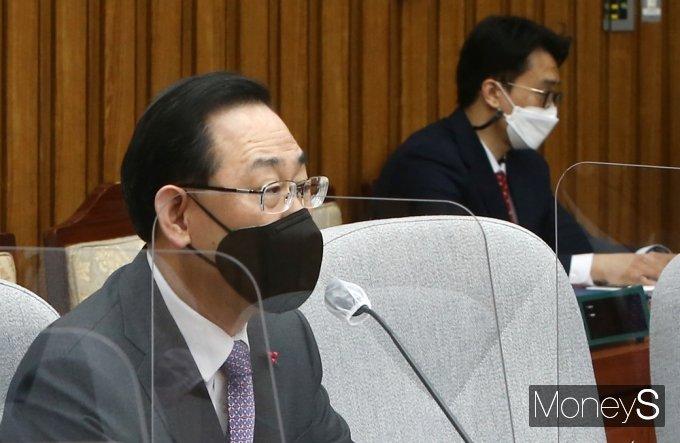 [머니S포토] 주호영 원내대표, 김명수 대법원장 조속 사퇴 촉구