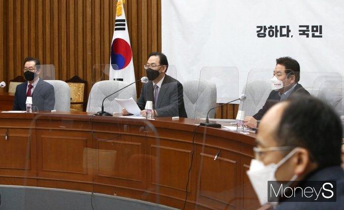 [머니S포토] 주호영 원내대표, 김명수 대법원장 사퇴 촉구 연일 압박
