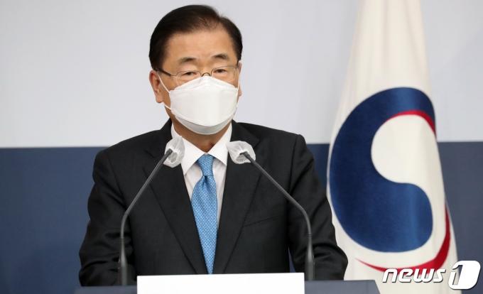 정의용 외교부 장관이 9일 오후 서울 종로구 세종로 외교부 청사에서 취임 기자단 상견례를 했다. /사진=뉴스1
