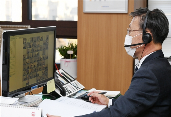 김포시(시장 정하영)가 시급한 시정현안 논의를 위해 2월중 시장 주재 확대간부회의를 비대면 화상회의로 개최했다고 9일 밝혔다. / 사진제공=김포시