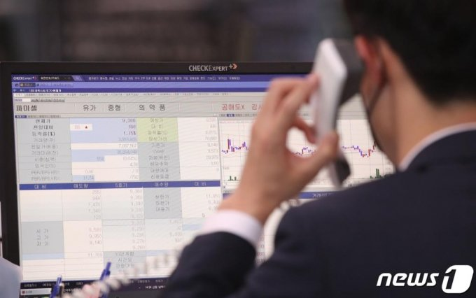 금융당국이 증권사들의 대주 시장 참여를 독려하고 있는 가운데 대형 증권사들이 신용거래대주 서비스를 준비하고 있다./사진=뉴스1
