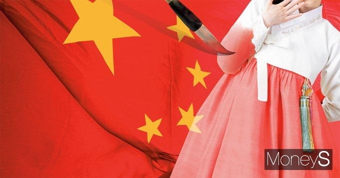 """중국은 지난해 말 중국 공산당 기관지 환구시보는 지난해 11월 중국 쓰촨 지역의 절임 채소 '파오차이'가 국제표준화기구(ISO)로부터 국제표준 인가를 받은 점을 보도하며 """"중국의 김치 산업이 국제 김치 시장의 기준이 됐다""""는 주장을 펼쳐 '김치공정'에 불을 지폈다. /그래픽=김영찬 기자"""