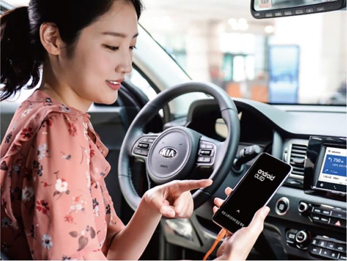 '안드로이드 오토'와 '애플 카플레이'는 자동차를 고를 때 반드시 확인해야 하는 필수 기능으로 꼽힌다. 현대기아차에는 안드로이드 오토가 최초로 적용됐다. 사진제공=현대자동차그룹