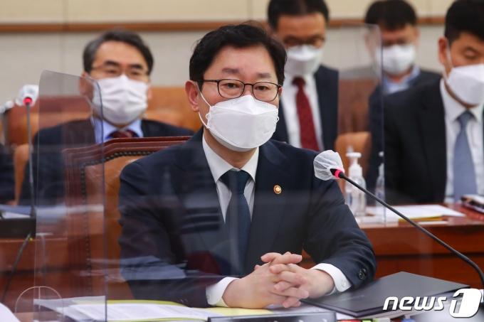 법무부가 오는 22일 검찰 인사위원회를 개최한다. 이에 박범계 장관이 신현수 민정수석을 만날 지 관심이 쏠린다. /사진=뉴스1