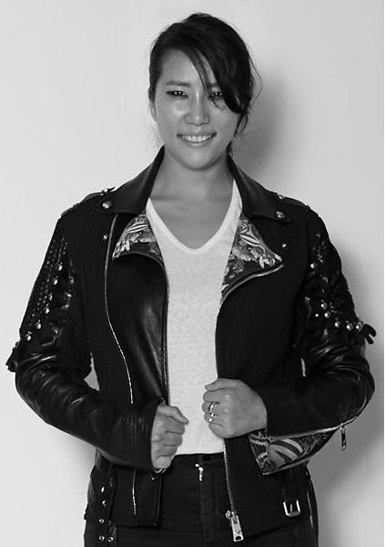 패션 디자이너 박윤희가 '스타와 만나다' 베리스토어에 패션 마스크를 기부했다. /사진=베리컬처 제공