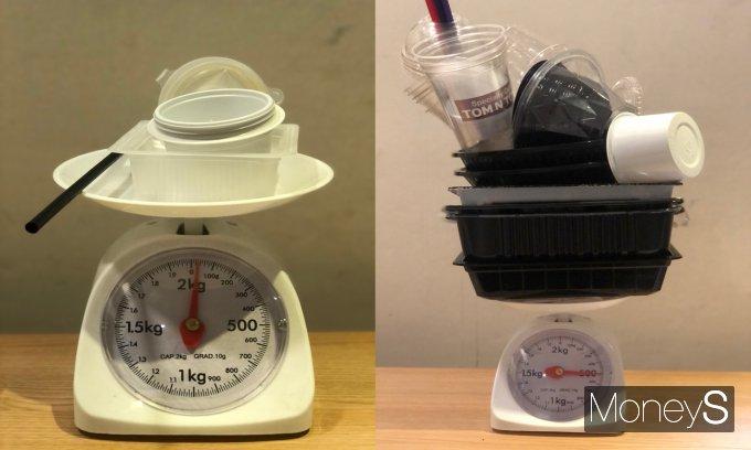 통계청에 따르면 우리나라의 1인당 연간 플라스틱 사용량은 98.2㎏에 달한다. 사진은 기자가 챌린지에 도전한 이달 4~10일에 배출한 플라스틱 쓰레기 30g(왼쪽)과 평소처럼 생활한 11~18일에 배출한 플라스틱 쓰레기 500g. /사진=박현주 기자