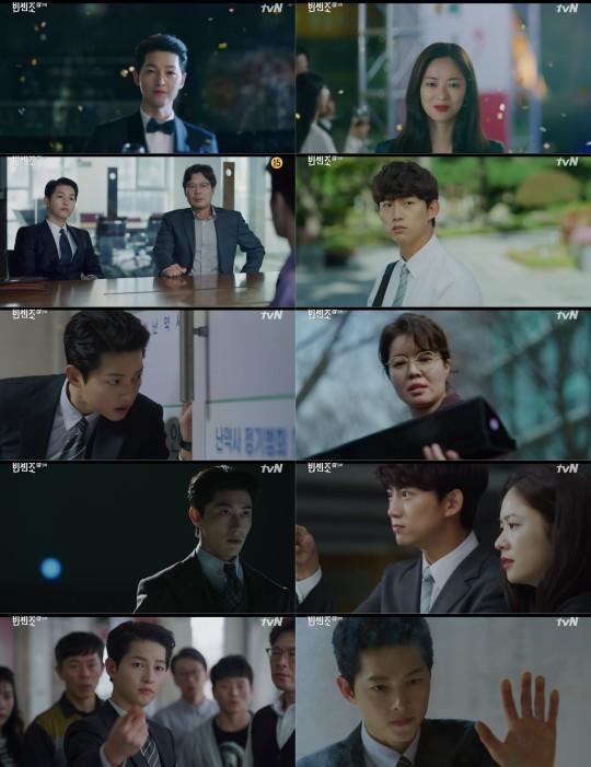 드라마 빈센조의 송중기가 금가프라자를 지키는 유쾌한 방어전으로 통쾌한 사이다 활약의 시작을 알렸다. /사진=tvN