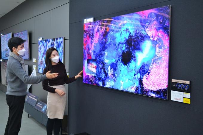 전자랜드는 지난해 75형 TV 판매량이 증가했다고 밝혔다. / 사진=전자랜드