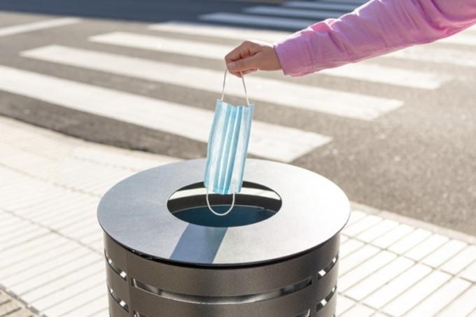 환경단체는 마스크가 자원으로 활용되기 위해 마스크 수거함 설치가 필요하다고 주장한다. /사진=이미지투데이