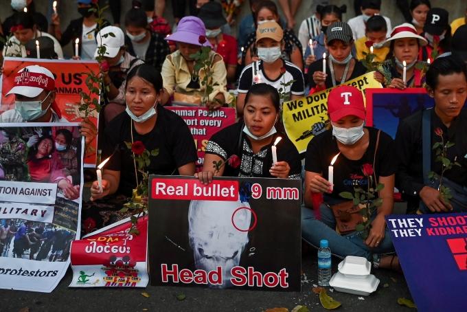 군사 쿠데타 반대 시위를 벌이고 있는 미얀마 시민 4명이 미얀마 군에 의해 살해됐다. 사진은 지난 21일(현지시각) 미얀마 양곤에서 시민들이 군사 쿠데타 반대 집회를 열고 있는 모습. /사진=로이터