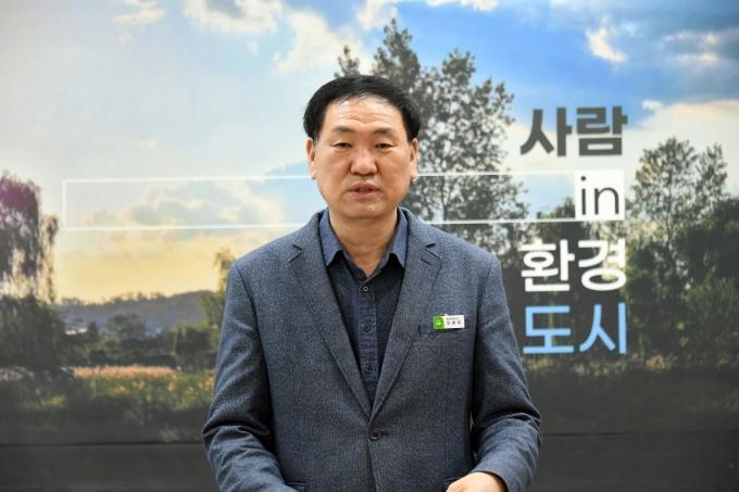 우한우 환경정책과장이 온라인 브리핑을 하고 있다. / 사진제공=성남시