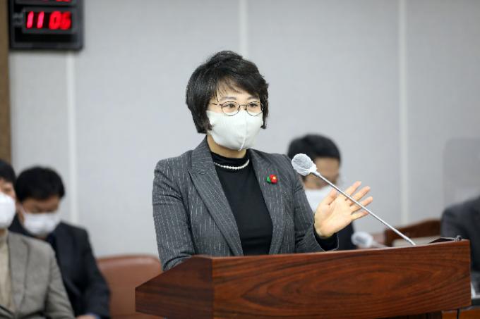 수원시의회 김미경(더불어민주당, 매교·매산·고등·화서1·화서2동) 의원이 대표발의한 '수원시 공영장례 지원에 관한 조례'가 오늘 22일 공포되어 시행된다. / 사진제공=수원시의회