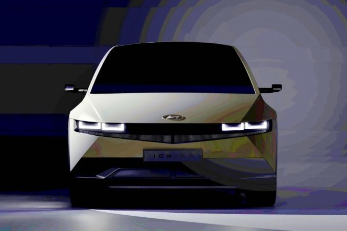 현대자동차가 전용 전기차 브랜드 아이오닉의 첫 번째 모델인 '아이오닉 5'(IONIQ 5, 아이오닉 파이브)를 오늘(23일) 오후 온라인으로 글로벌 공개 행사를 연다. 사진은 아이오닉 5 티저이미지. /사진제공=현대차