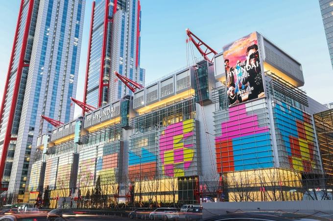 현대백화점이 오는 26일 서울 영등포구 여의도에 자연친화형 백화점 '더현대 서울'을 선보인다. /사진=현대백화점