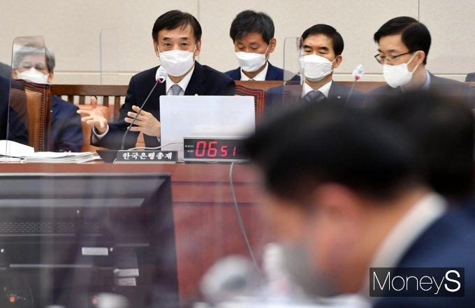[머니S포토] 질의 답변하는 이주열 한국은행 총재