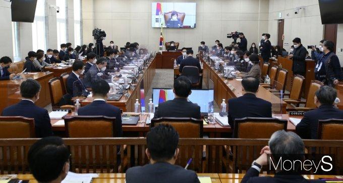 [머니S포토] 국회 행안위 주재하는 서영교 위원장