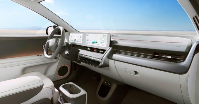 현대자동차가 23일 공개한 '아이오닉 5'(IONIQ 5, 아이오닉 파이브)는 널찍한 공간 외에도 각종 친환경 소재를 접목했다는 점에서 주목된다. /사진제공=현대자동차