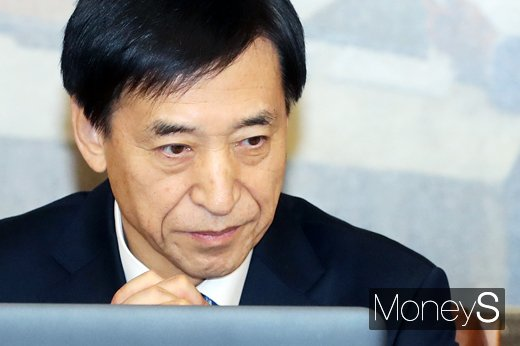 한국은행 금융통화위원회(금통위)가 오는 25일 통화정책방향 결정회의를 열고 이달 기준금리를 결정한다. 사진은 이주열 한국은행 총재/사진=임한별 기자
