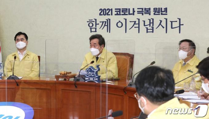 이낙연 더불어민주당 대표가 22일 오전 서울 여의도 국회에서 열린 최고위원회의에서 발언하고 있다. 2021.2.22/뉴스1 © News1 신웅수 기자