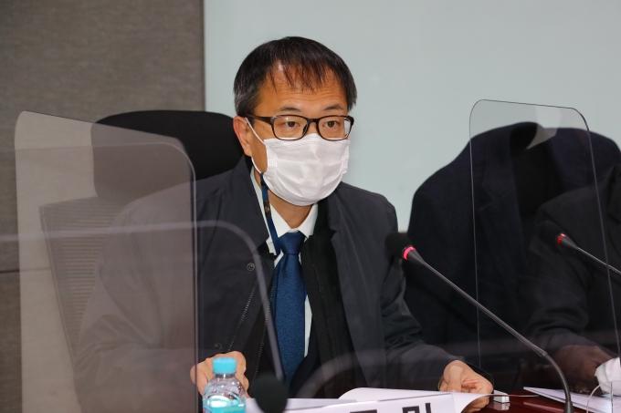 """문재인 대통령이 박범계 법무부 장관에게 중대범죄수사청 관련 속도 조절을 주문했다는 일부 언론 보도에 대해 박주민 민주당 의원은 """"들은 바 없다""""고 주장했다. /사진=뉴스1"""