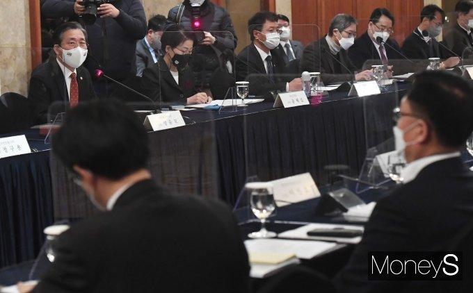 [머니S포토] 성윤모 장관, 제2차 중견기업정책위원회 인사말
