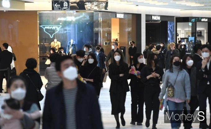 [머니S포토] '더현대 서울' 26일 정식 개점