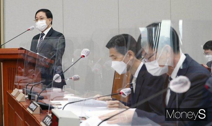 """[머니S포토] 유영민 """"검찰 인사 재가 과정,문재인 대통령 발표 전 승인 하셨다"""""""