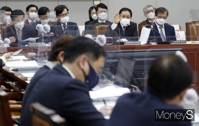 """[머니S포토] 유영민 """"검찰 고위급 인사안 보고자는 공개할 수 없어"""""""