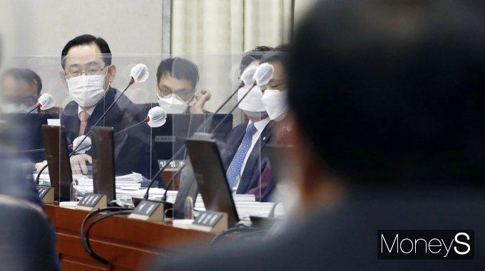 [머니S포토] 국회 운영위, 靑 유영민 질의하는 국힘 '주호영'