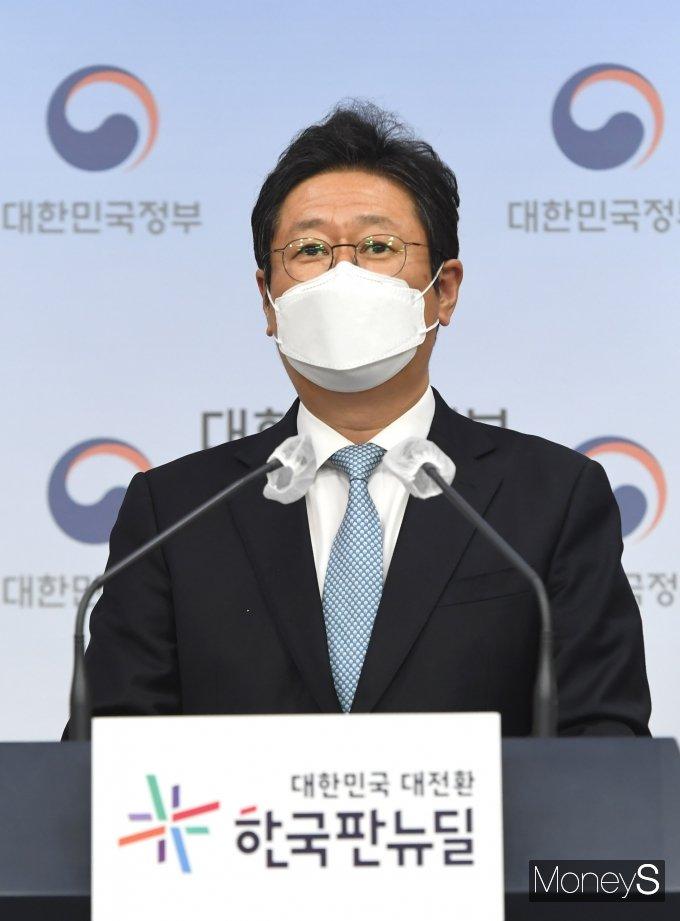 [머니S포토] 운동부 학폭 근절 관련 발표하는 황희 장관