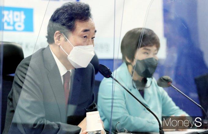 [머니S포토] 제약사 코로나19 백신치료제 토론회, 발언하는 '이낙연'