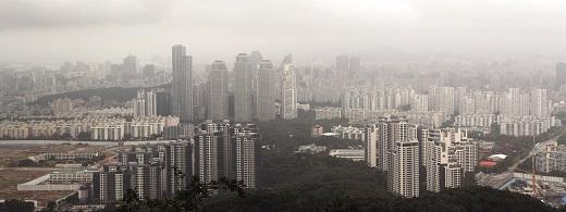 정부는 광역교통대책을 수립해 서울과의 출퇴근 거리를 단축시키고 수요 분산의 성공을 기대했지만 집값 안정 효과가 빠르게 나타나긴 힘들 것이란 전망도 있다. 사진은 기사 내용과 관련 없음. /사진=뉴스1