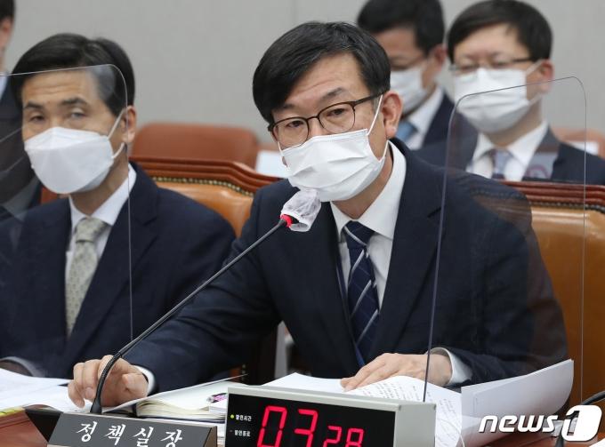 """김상조 """"4차 재난지원금, 20조원 규모… 신속 지급할 것"""""""