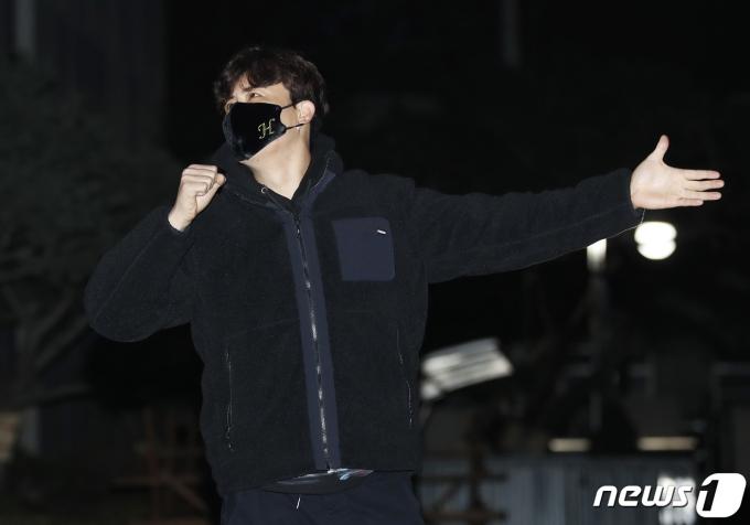 [사진] 진해성, 방송국 접수한 '트롯 전국체전' 우승자
