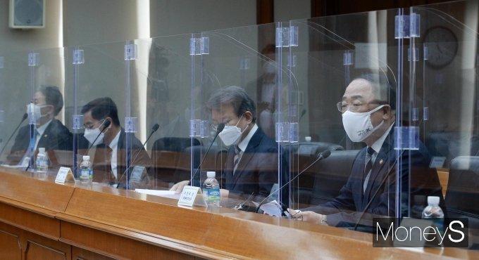 [머니S포토] 제5차 혁신성장 BIG3 추진회의에서 발언하는 홍남기
