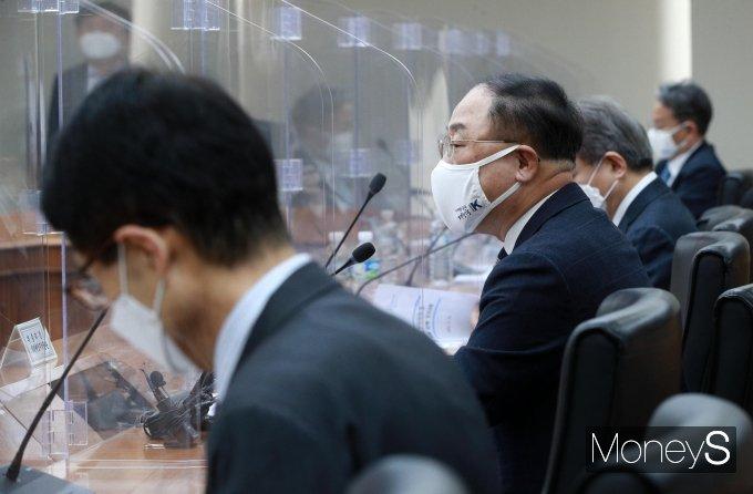 [머니S포토] 혁신성장 BIG3 추진회의, 모두발언 하는 홍남기