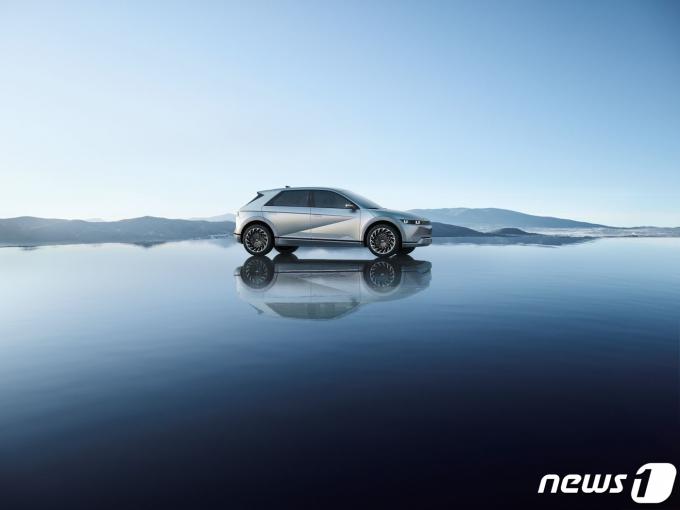 현대자동차 전용 전기차 브랜드 아이오닉의 첫 모델인 '아이오닉 5'(IONIQ 5)가 23일 공개됐다./사진=뉴스1