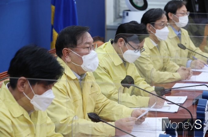 [머니S포토] 코로나 백신 관련 발언하는 김태년 원내대표