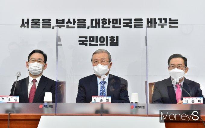 [머니S포토] 비상대책위원회의, 발언하는 김종인 비대위원장