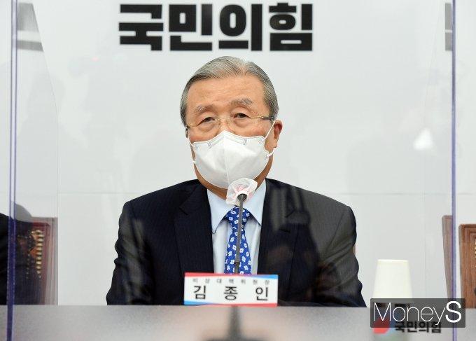 """[머니S포토] 김종인 """"예산편성 2개월만에 추경 논의는 웃지 못할 짓"""""""