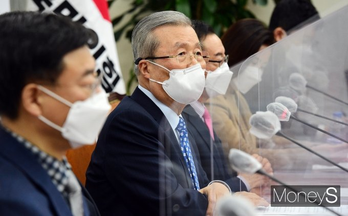 """[머니S포토] 김종인 """"코로나 백신, 정부 말대로 접종 가능할지 매우 북확실"""""""