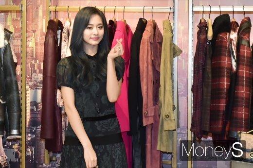 트와이스 쯔위가 2019년 서울 서초구 신세계백화점 강남점에서 열린 한 브랜드 매장 그랜드 오프닝 행사에 참석했다. /사진=임한별 기자