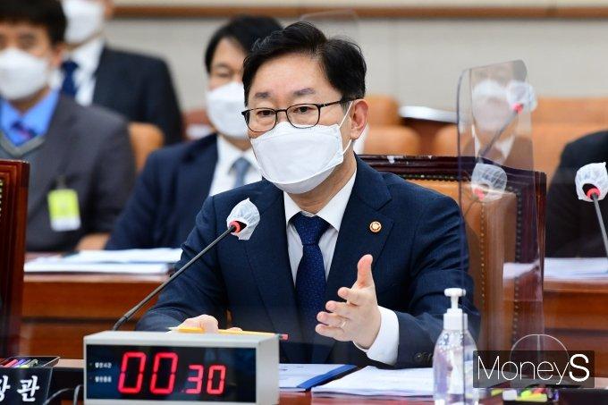 [머니S포토] 국회 법사위 출석한 박범계 장관