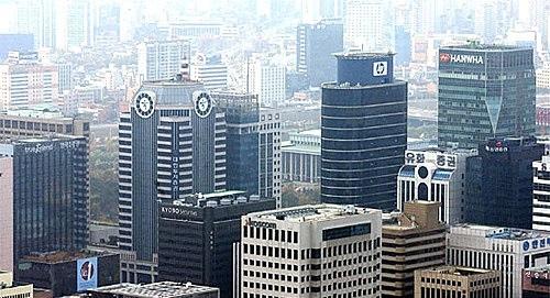 증권사 리서치센터장들은 ESG(환경·사회·지배구조) 우수 대응기업으로 국내에서는 SK가, 해외에서는 마이크로소프트를 꼽았다./사진=뉴시스