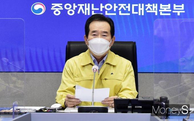 """""""거리두기·5인 모임 금지 2주 더… 정세균 """"안정세 아직"""""""