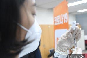 백신 접종 9일 앞선 일본, 한국이 이틀 만에 추월한다