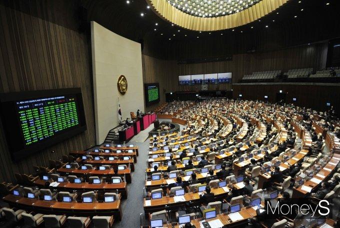 [머니S포토] 제주4.3사건 진상규명 법안 국회 본회의 통과