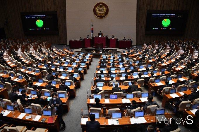 [머니S포토] 국회, 제주4.3사건 진상규명 특별법 개정안 가결