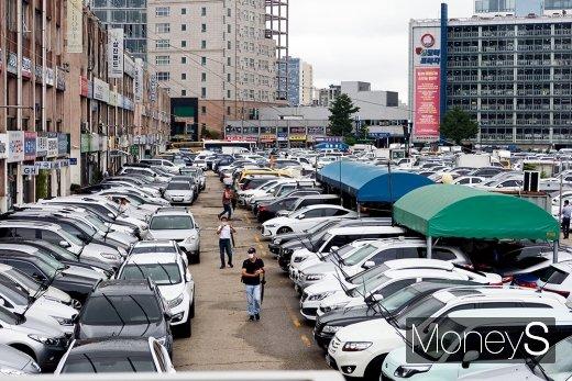 자동차업계에선 중고차 시장의 가장 큰 문제로 구매자와 판매자 사이의 정보 격차가 큰 불공정한 구조를 꼽는다. 사진은 서울의 한 중고차시장. /사진=박찬규 기자