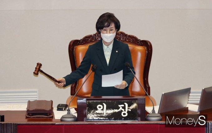 [머니S포토] 김상의 부의장 '가덕도 신공항 특별법 가결'